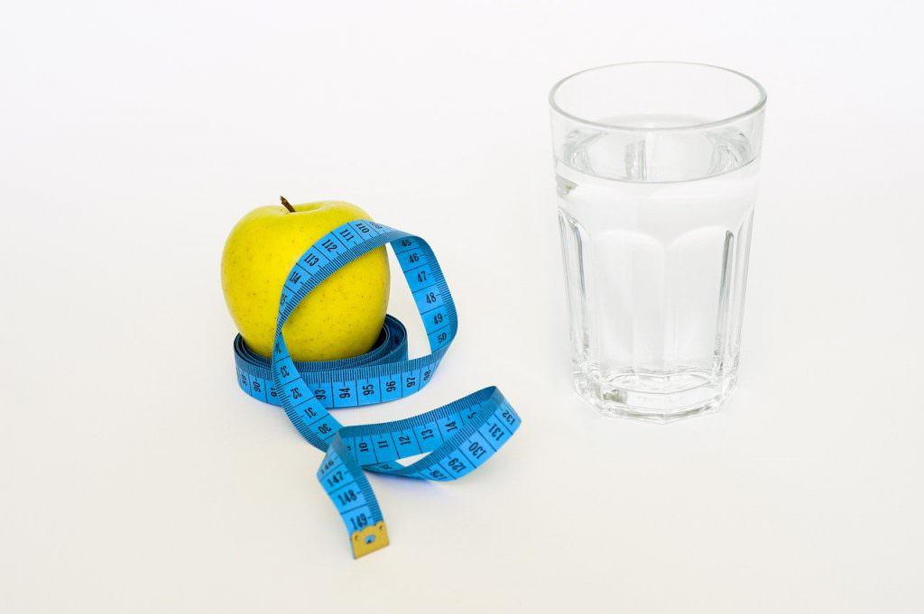خواص آب و کاهش وزن با نوشیدن آب
