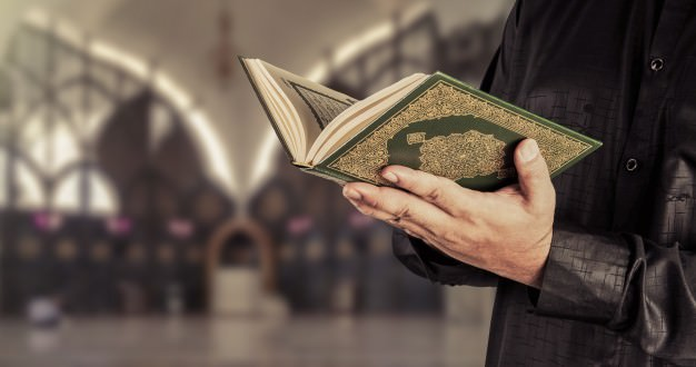 قرآن خواندن از شیوه های مراقبه در عرفان است.