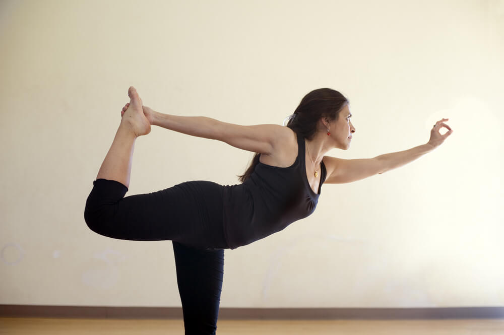 حرکت Natrajasana یا رقصنده در یوگا
